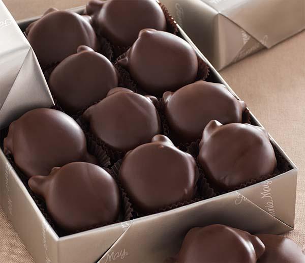 healthy-dorm-room-snacks-dark-chocolate