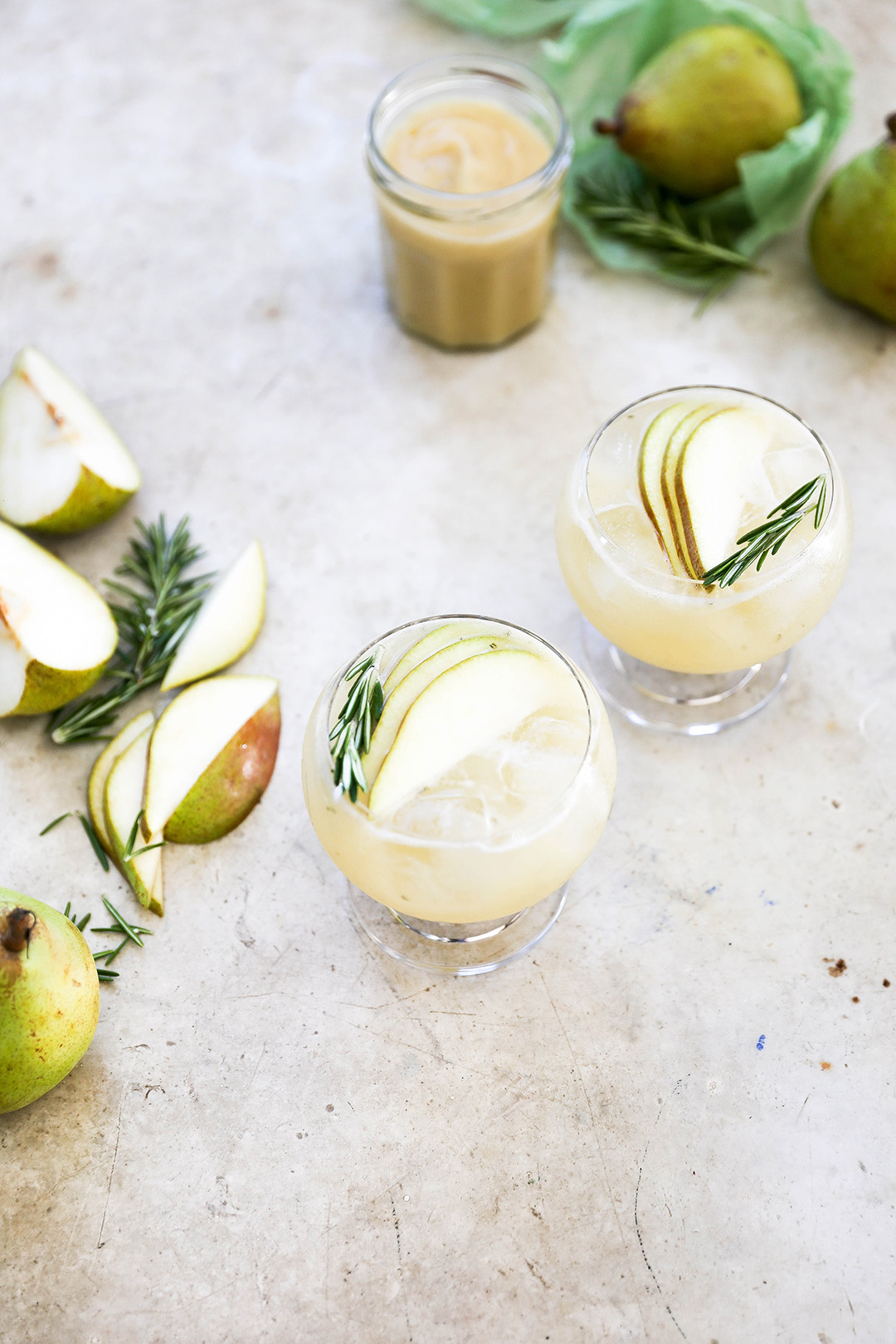 Pear Gin Fizz Cocktail With floral Flavors For Christmas Parties